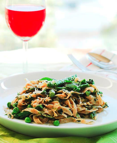 wholemeal linguine with greens and mascarpone