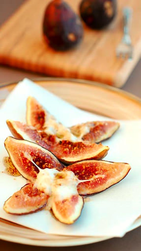 baked figs with mozzarella
