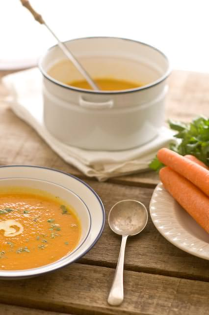 roasted carrot soup with ginger and parsley