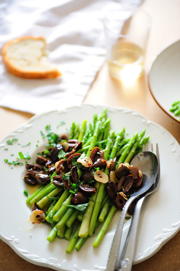 asparagus with olives and garlic