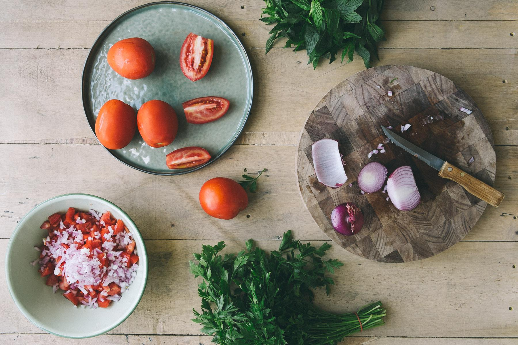 preparing tomato fritters