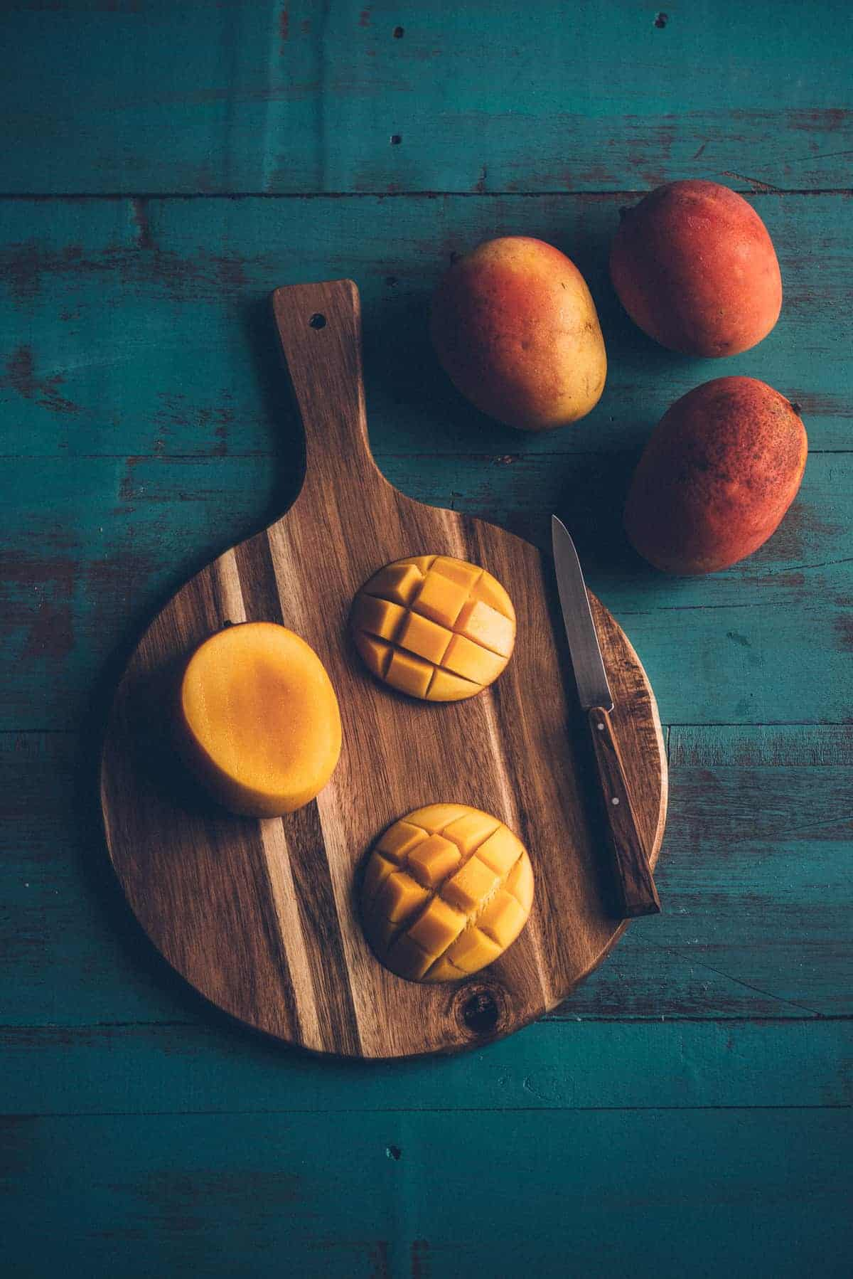 freshly cut mango on a chopping board